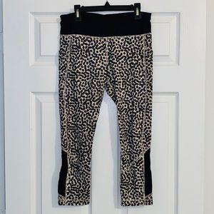 Lulu Lemon Size 6 - Crop Leggings Dots/Leopard